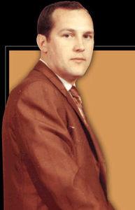 Fundador Bud Ross