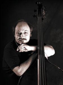 Grundlœgger Larry Fishman
